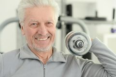Elderly man in a gym. During exercise Royalty Free Stock Photos