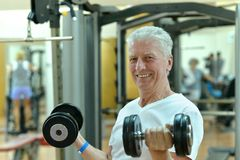 Elderly man in a gym Stock Photography