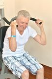 Elderly man in a gym Royalty Free Stock Photography