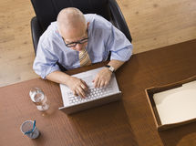 Elderly man on Laptop Royalty Free Stock Photos