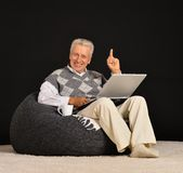 Elderly man with laptop Royalty Free Stock Photos