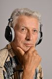 Elderly man listen to music in headphones Royalty Free Stock Photos
