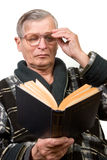 Elderly man reading a book Royalty Free Stock Images