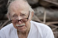 Elderly man in t-shirt and glasses Royalty Free Stock Images