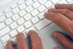 Elderly man using laptop Royalty Free Stock Photography