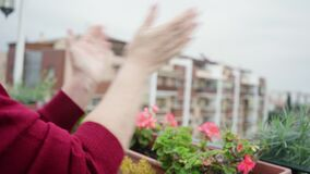 Elderly woman daily applause nursing medical staff