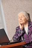 The elderly woman in front of the laptop Royalty Free Stock Image