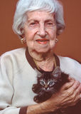 Elderly woman with kitten Royalty Free Stock Photos