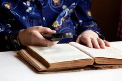Elderly Woman Reading Royalty Free Stock Photos