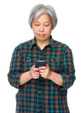 Elderly woman use of smartphone Royalty Free Stock Photography