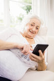 Elderly woman using her smartphone Royalty Free Stock Photography
