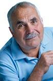 Eldery mężczyzna z kierowniczy odpoczywać na rękach Fotografia Stock