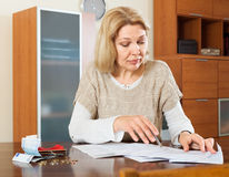 Eldery woman calculating the family budget Royalty Free Stock Photos