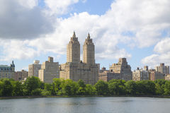 Eldorado Building and Jacqueline Kennedy Onassis Reservoir with Manhattan skyline Stock Photography