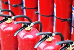 eldsläckare aktiverar red arkivbild