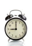 Ele pulso de disparo do ` do ` s nove o já, hora de acordar para o café da manhã, despertador metálico preto velho do vintage imagem de stock