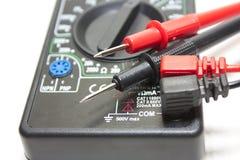 Elecrical multi-meter med proppen Fotografering för Bildbyråer