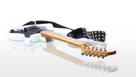 Electirc guitare weißer Instrumentfelsen Stockbilder