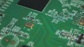 Electrónica impresa verde v03 de la placa de circuito almacen de metraje de vídeo