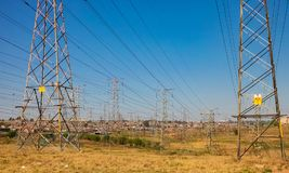 Electric Power fodrar i stads- Soweto Sydafrika Arkivfoto