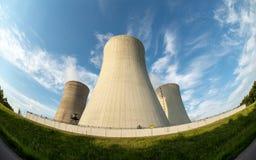 Electric Power planta con el cielo azul imagen de archivo libre de regalías
