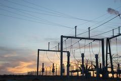 Electric Power postent au coucher du soleil Photo libre de droits