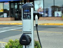 Electric Vehicle Charging Station. MINNEAPOLIS - AUGUST 20:  An Electric Vehicle Charging Station opens at the Southtown Mall in Bloomington, Minnesota Stock Images