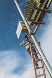 Electricain, das Transformator repariert Stockbild