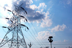 Electrical transmission tower with sky Royalty Free Stock Photos
