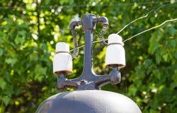 Electricidad al lado de un ferrocarril Imagen de archivo