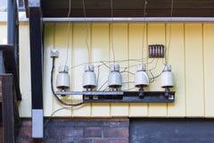 Electricidad al lado de un ferrocarril Imagenes de archivo