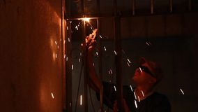 Electricidad de la soldadura del hierro metrajes