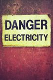 Electricidad del peligro de la muestra fotografía de archivo