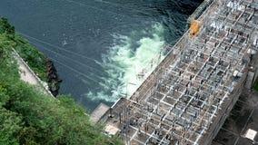 Electricidad que genera la presa que trabaja encendido