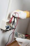 Electricista en el trabajo Fotos de archivo libres de regalías