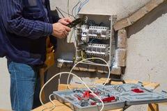 Electricista en el trabajo Fotografía de archivo libre de regalías