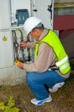 Electricista en energía de la conmutación Fotografía de archivo