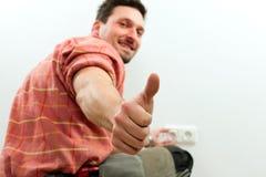 Electricista que instala el socket Fotografía de archivo libre de regalías