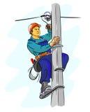 Electricista que trabaja en un pilón Fotografía de archivo libre de regalías