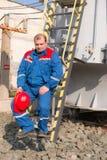 Electricistas en la subestación fotografía de archivo libre de regalías