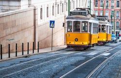 Electrico 28, Gele Tram, Lissabon, Portugal royalty-vrije stock foto