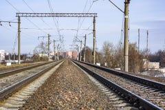 Electrified железная дорога для поездов с электрической тракцией Стоковые Изображения