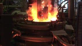 Electroarc Ofen an der metallurgischen Anlage stock footage