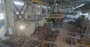 Electromagnetic crane in production, Electromagnetic crane loaded with metal