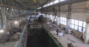 Electromagnetic overhead crane. Electromagnetic crane in production, Electromagnetic crane loaded with metal