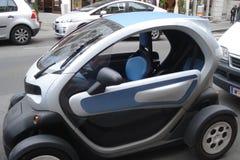 Electromobile, compacte en ecologische auto Royalty-vrije Stock Afbeeldingen