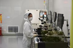 Electron microscope-Dustless Laboratory. The staff operates the electron microscope in the dust-free laboratory. The marking of modern industry Royalty Free Stock Photography