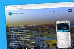 Electroneum ETN cryptocurrency strony internetowej mobilny homepage fotografia stock
