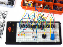 Free Electronic Circuit On A Breadboard (raster) DIY Royalty Free Stock Photography - 17827857