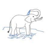 Elefant, der mit Wasser sich gießt Stockfoto